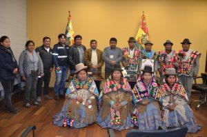 El Ministro de Medio Ambiente y Agua, Juan Santos Cruz recibió la visita de comunarios del municipio de Coipasa para la Construcción del Sistema de Agua Potable